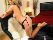 blond chick with angel face striping