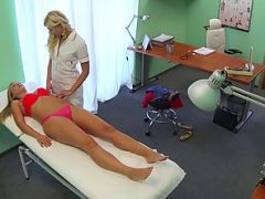 Beautiful new patient sexually seduces by the pervy blonde nurse