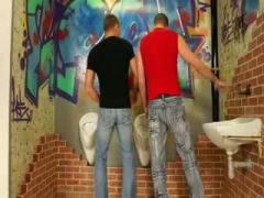 Hot Peeing model gets hot