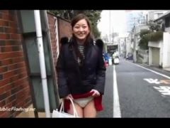 Japan babe upskirt flash in public streets
