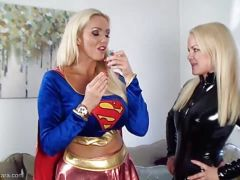 Super Girl vs Catwoman at pussy licking