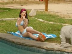 Outdoor masturbating of fetish punk pornstar in the outdoor