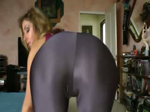 Spandex clad hoe shows off booty