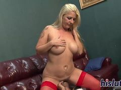 Curvy MILF enjoys having her snatch pummeled
