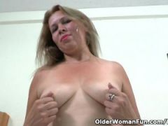 Latina milf Cintia strips off and masturbates