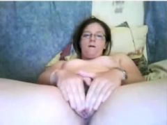 Homemade masterbating vid shows me touching myself