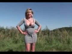 Pussyshow outdoors