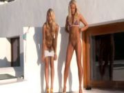 Two chicks Piss together