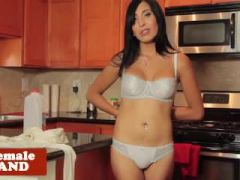 Amateur tranny jerks herself off in kitchen