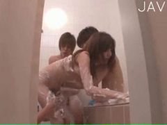 Nasty gang bang in the tub for a sleazy Japan girl