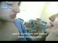 Pakistani Collage girl french kissing video