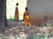 desi lady pissing behind her house 1