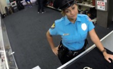 Lady police officer nailed in a pawnshop