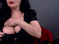 Granny Plays On Cam