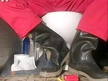nlboots - on throne-room in red overall & rubber boots