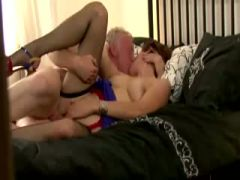 Sexy brit mature gets pussy fucked by this lucky guy