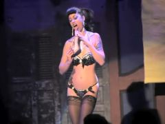 Burlesque Strip SHOW 035 Charlotte Treuse New