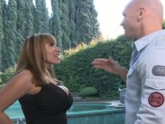 Horny Ava Devine inserts the anus of Julie Night