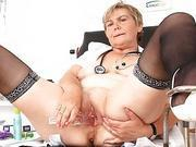 Mama masturbation with a pussyexpander in uniform