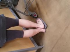 candid MILF in grey spandex showing sex toes