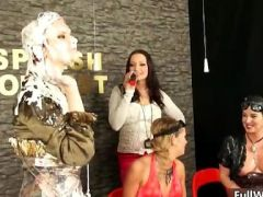See how these girls get covered in paint