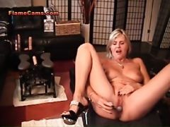 Couger Drinks Her Squirt