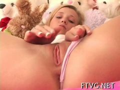Marvelous teen plays with her hairless beaver